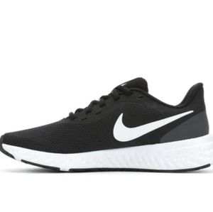 Nike Revolution 5 running shoes